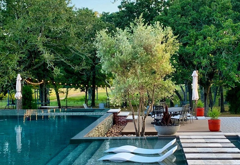 Clever Ideas To Enhance Appearance Of Pool Side Area
