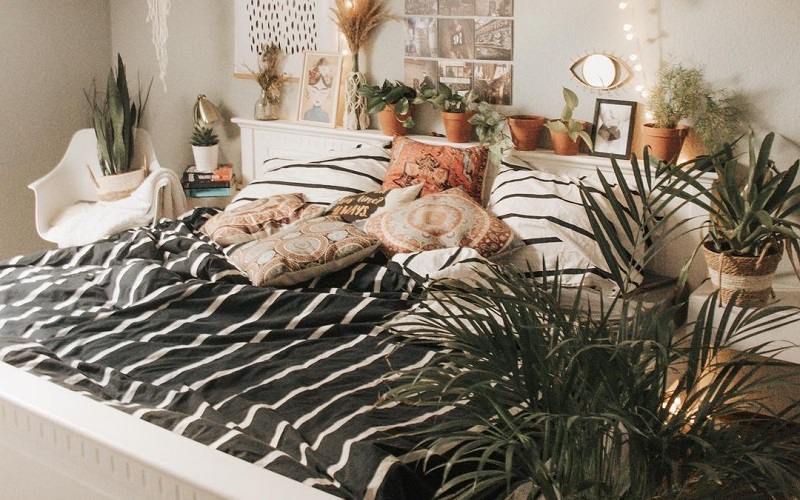 Charming Holiday Season Makeover Ideas For Bedroom
